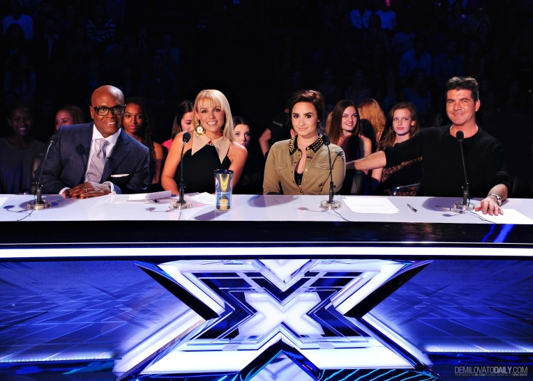 The-X-Factor-2x13-Results-Show-1-stills-demi-lovato-32652012-3028-2169